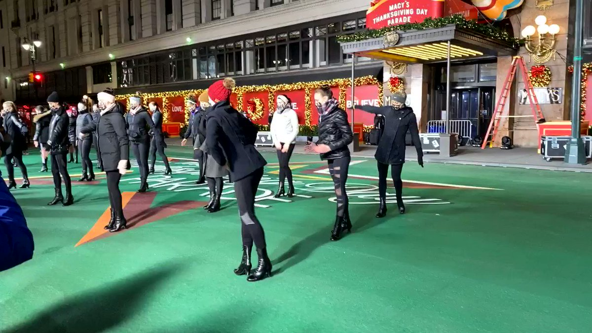 No better way to kick off #MacysParade Rehearsals than with the @Rockettes! mcys.co/31jKJAr