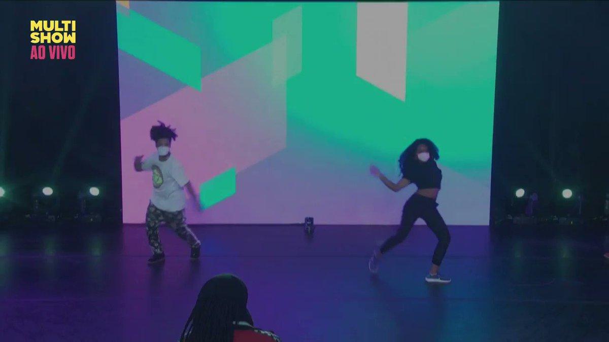 João Soares e Manu chegaram quebrando TUDO! 🔥 Vai ser difícil pros jurados escolherem! 😬  #DanceOffNoMultishow tá AO VIVO no Música Multishow!  #DanceOffGameXP @lelleoficial @GameXPoficial