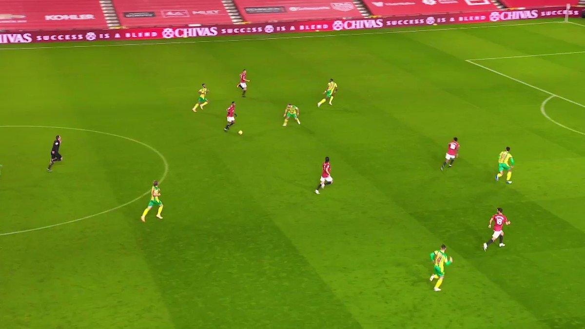 Premier League'de 9. haftanın en güzel kurtarışlarından biri, Manchester United - West Brom maçında gerçekleşti. İşte konuk ekibin kalesini koruyan Sam Johnstone'un, Marcus Rashford'ın kısa mesafeden yaptığı vuruşta, gösterdiği refleks! #MUNWBA