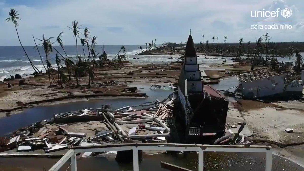 🌧🌀 El huracán #Iota dejó a su paso destrozo y desolación en Centroamérica.  Muchas familias se han quedado sin hogar, sin escuelas y sin comunidad a la que regresar. Estamos con ellas para proteger a los niños: