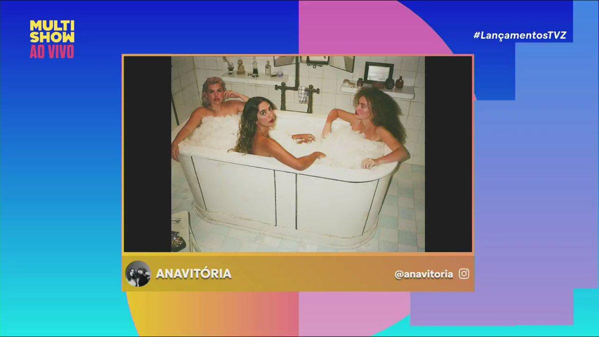 Precisamos enaltecer essa foto na banheira com esses cristaizinhos, apenas isso que eu tenho pra dizer 💎💎💎💎#LançamentosTVZ @oanavitoria @dudabeat