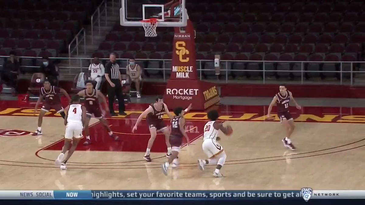 When in doubt, throw a lob to @evan_mobley7  📺: @Pac12Network https://t.co/3Hp0rOW8BC