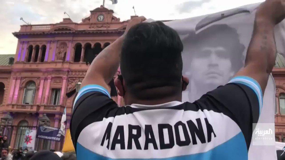 وداع #مارادونا.. اشتباكات بين الجمهور والشرطة أمام القصر الرئاسي في #الأرجنتين، والحكومة تمدد الوقت المحدد لوداع أسطورة كرة القدم #دييجو_مارادونا  #صباح_العربية