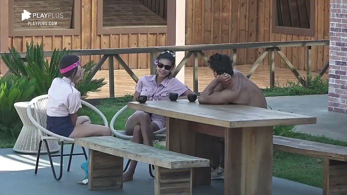 Na área externa, Jakelyne, Mariano e Tays falam sobre o terror da baia 🤠👢👀  Acompanhe #AFazenda12 ao vivo: