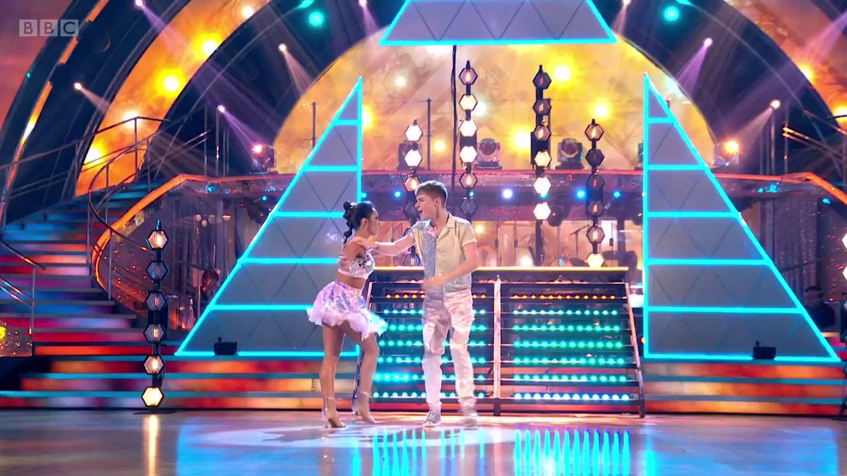 What a WOW moment. HRVY and Janette put everything they've got into that spectacular Showdance. ✨ #StrictlyFinal   @HRVY @JManrara