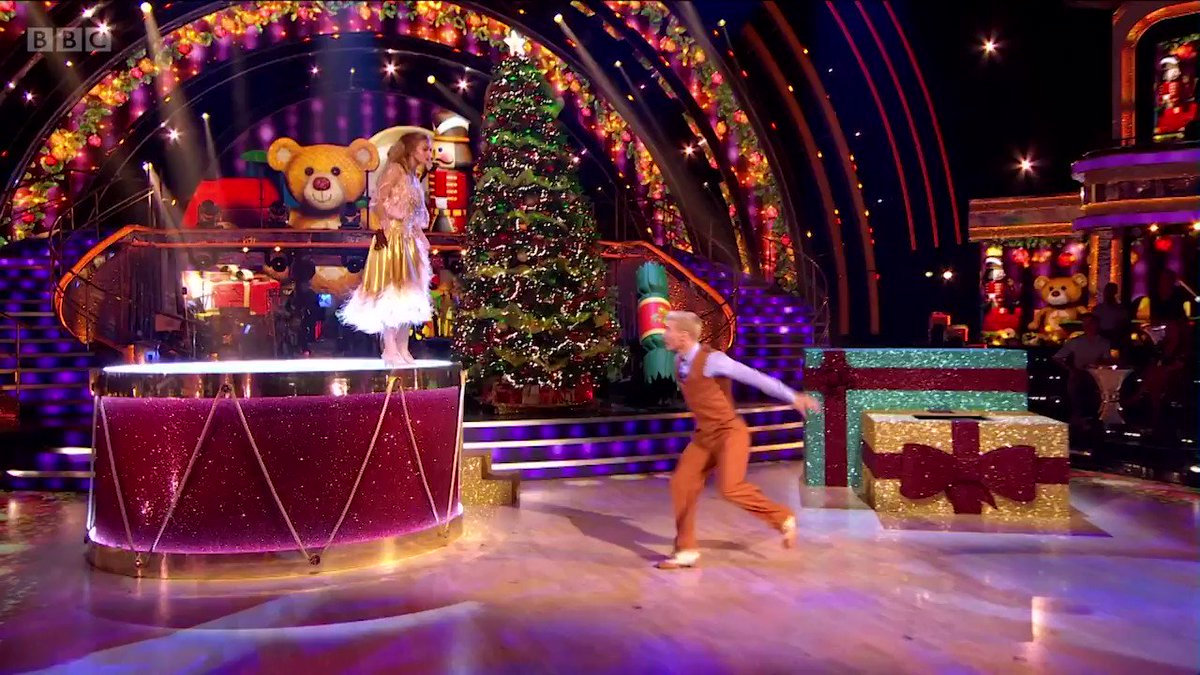 All the festive feels. Maisie and Gorka's A-MAZ-ING Showdance is the best early Christmas gift we could ask for! 🎁 #StrictlyFinal  @maisie_smith_ @gorkamarquez1