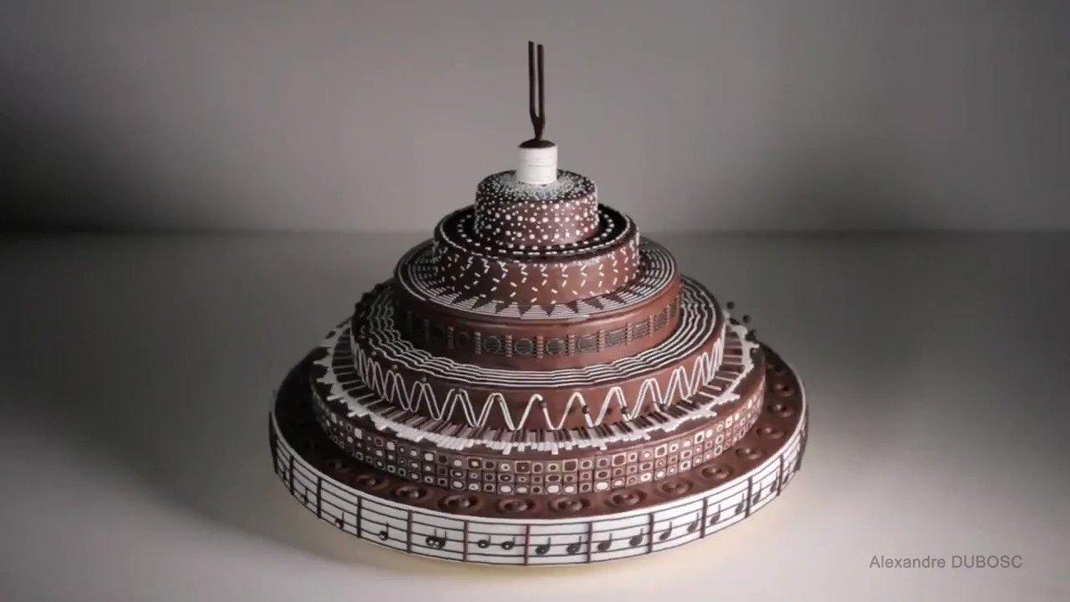 .@AlexandreDUBOSC makes cakes go 🌀🎂🌀→ https://t.co/DMGhnwMzmz https://t.co/9EbB6BAskF