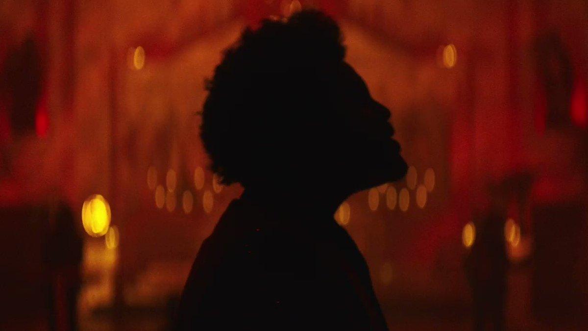 """WE DIT IT, ABEL! """"Save Your Tears"""" é atualmente a canção mais popular de The Weeknd em todas as plataformas digitais do mundo, superando """"Blinding Lights""""!  🌎 Today's Top Hits: #7. """"Save Your Tears"""" (+1)"""