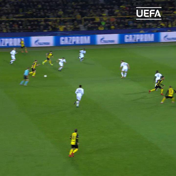 1⃣5⃣ janvier 1⃣5⃣ buts  Le total en #UCL pour @Aubameyang7. Tous avec Dortmund 🟡⚫️  Ça vaut bien une petite compil ! 🚨  Le plus beau, c'est ___💬