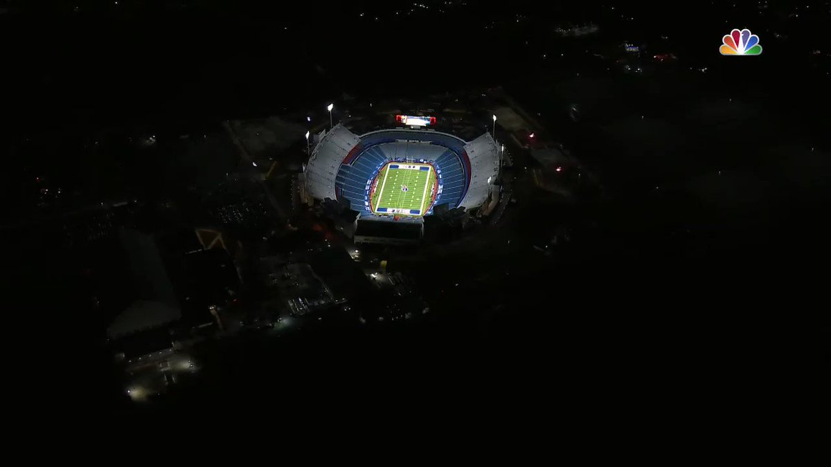 Fly a spaceship over the football stadium, they said. The humans won't even notice, they said. #DivisionalRound #BALvsBUF   #ResidentAlien