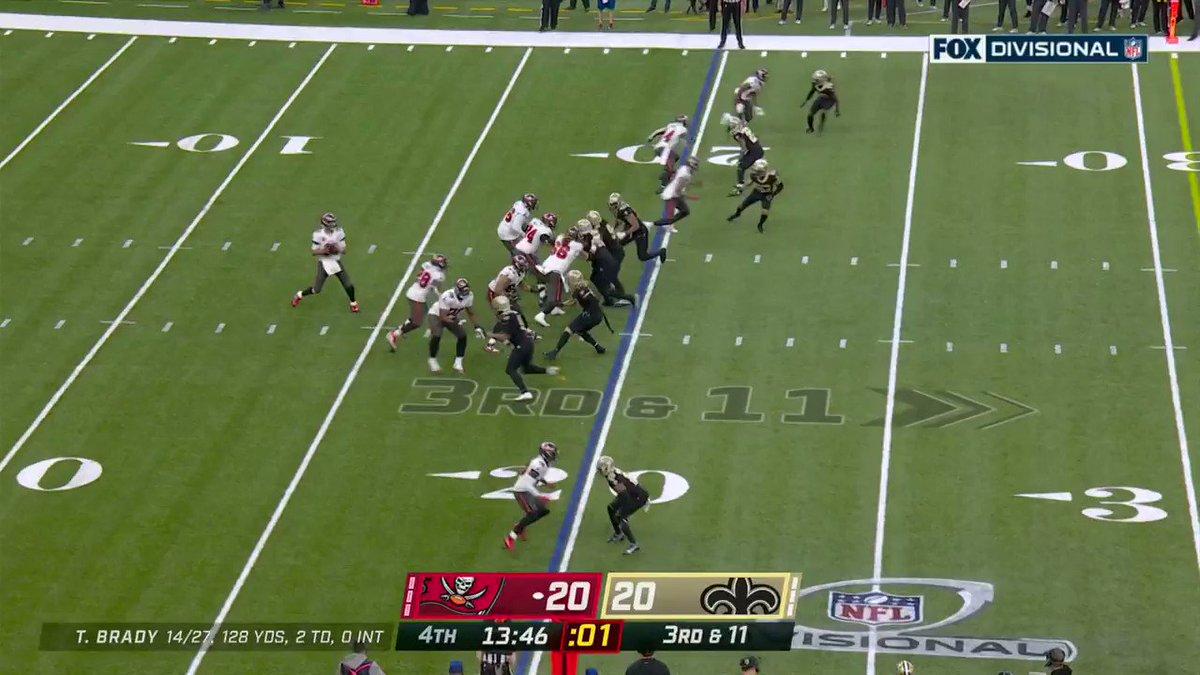 TYLER JOHNSON WHAT A CATCH.  (via @NFLBrasil)