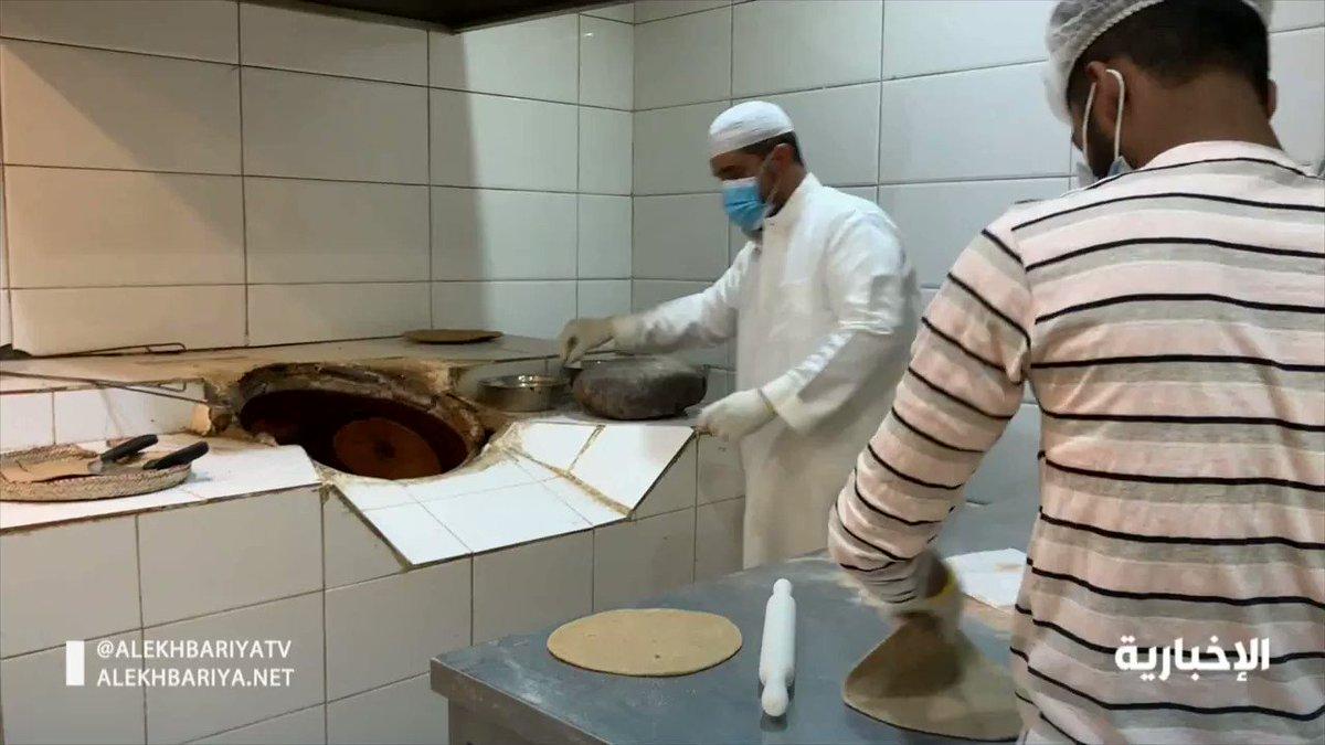 الخبز الحساوي الاحمر سعودي الاصل من الاكلات الشعبية الالذ في السعودية  …