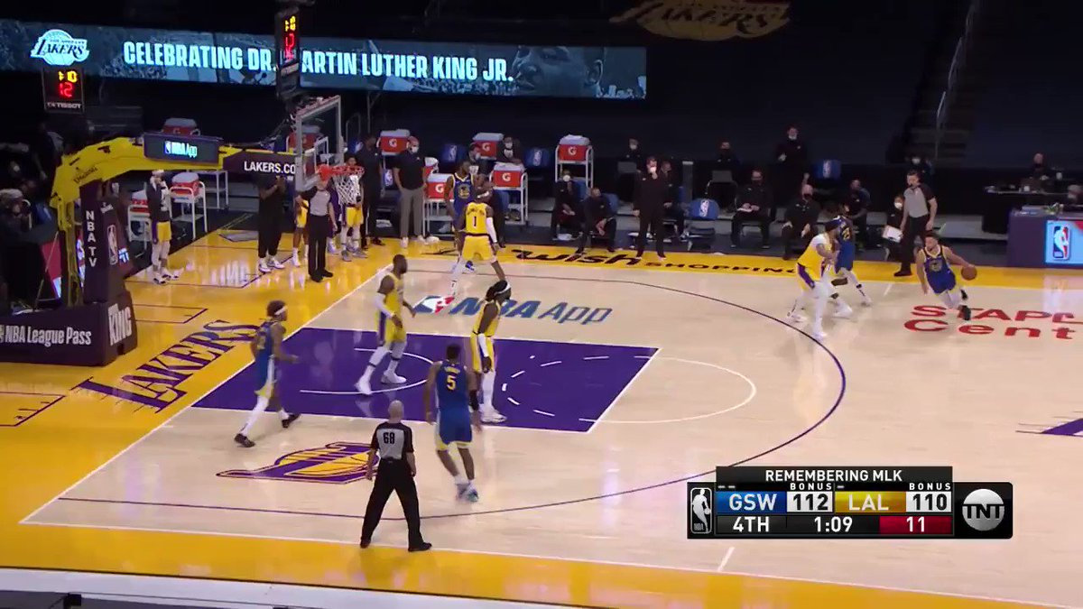What a clutch shot by #Curry! LETHAL. #GoldenState wins 115-113 over the #LakeShow