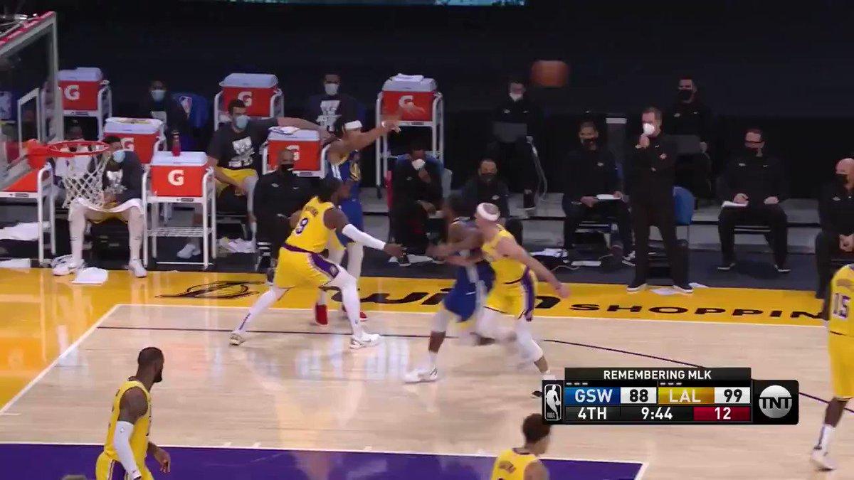 #DubNation 115-113 #LakeShow   Remontada (19P) apoteósica de unos Warriors liderados por Curry, que mostró una gran versión y dio un golpe sobre la mesa ante el rey   🟦Curry: 26P   7A  🟦Oubre Jr: 23P   4R 🟨Davis: 17P   17R  7A 🟨Schroder: 25P  #NBA