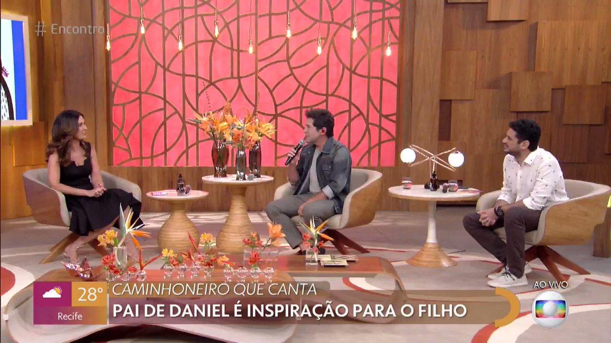 Replying to @RedeGlobo: O @cantordaniel contou pra gente o desafio e prazer de ser técnico do #TheVoiceMais 🎙😍 #Encontro