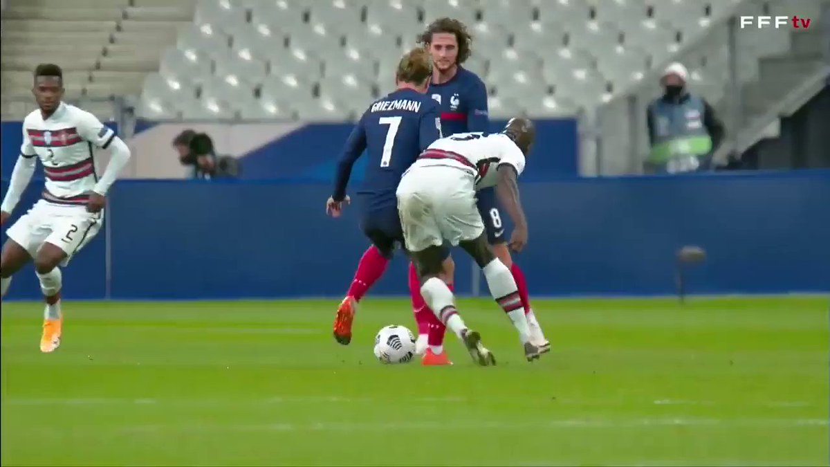 Les Bleus putting on the moves 💪🔥Check out the world champions' tekkers 😎 #FiersdetreBleus