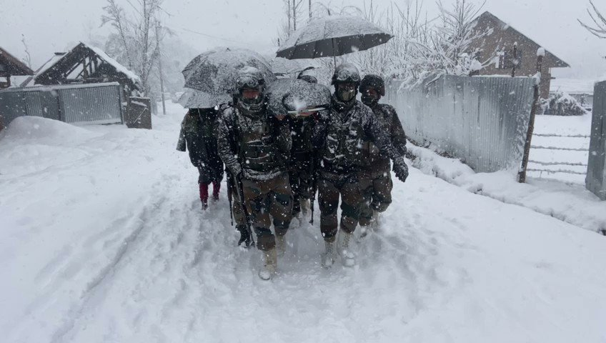 #WATCH | Indian Army personnel today carried a woman, who was stuck at a hospital with her newborn child due to heavy snowfall, on a stretcher for almost 6-km to take her to her home in Kupwara, Jammu & Kashmir.
