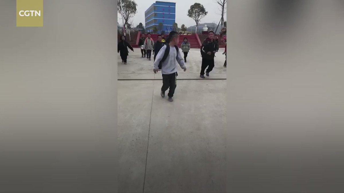Watch: Ten-year-old celebrates winter holidays with #KungFu stunts at school gate in central China's Yongzhou City.