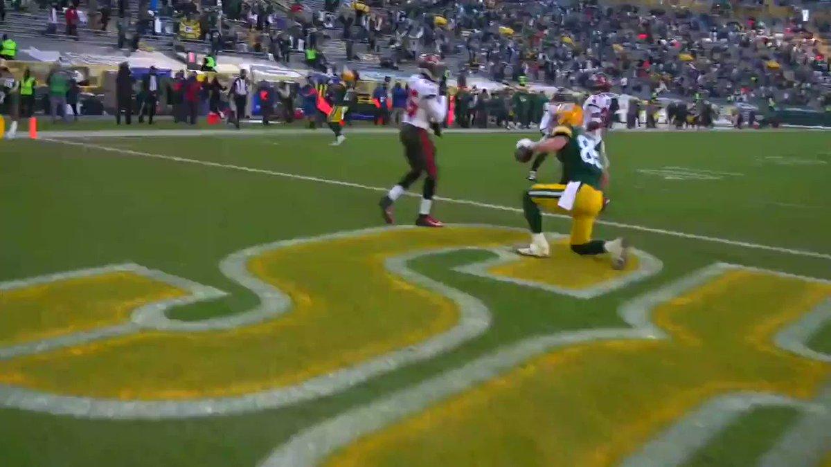 Packers answer back.  #GoBucs 28, #GoPackGo 17  📺: #TBvsGB on FOX 📱: NFL app // Yahoo Sports app: https://t.co/cHuzDq5flQ https://t.co/h7DZORaIGS