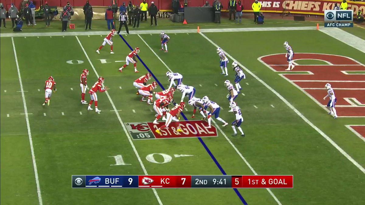 Darrell Williams drives in for the touchdown.  Chiefs take 14-9 lead over Bills.  @FrankDangelo23