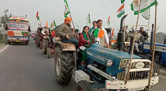 #FarmersProtest | Women farmers from UP's Hapur on their way to join the #RepublicDay tractor rally in Delhi