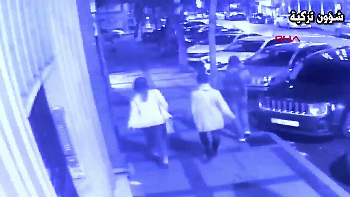 مواطن تركي يهاجم ٣ سياح روس وطعنهم بسكين أثناء سيرهم في شارع سليمان سيبا في بشكتاش بإسطنبول. #تركيا #أردوغان #روسيا