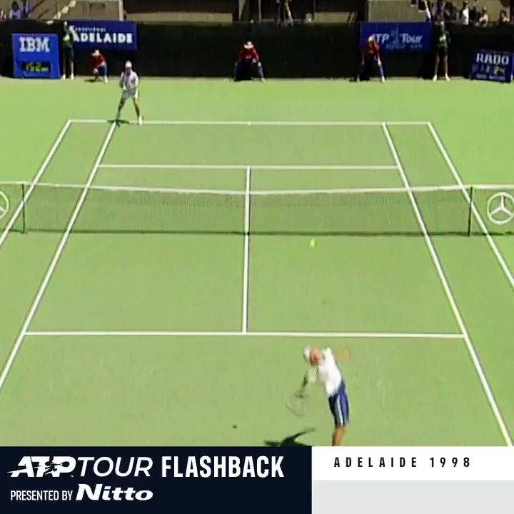 De empezar la semana con cero triunfos ATP Tour a terminarla como Campeón ATP. 👊   ATP Tour Flashback presented by Nitto nos lleva al primer título de Lleyton Hewitt en su ciudad natal Adelaida.