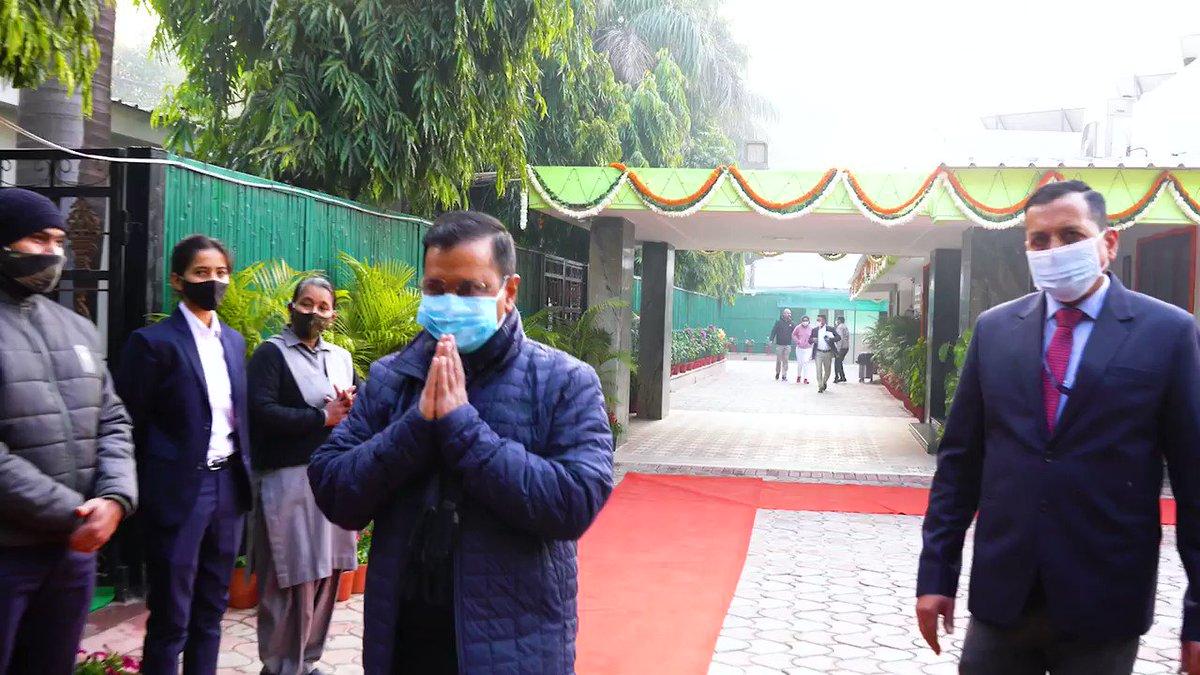 यही है नदियाँ, यही हिमालय, यही देश की शान है। तीन रंगों में रंगा हुआ ये अपना हिंदुस्तान है। 🇮🇳  72वें गणतंत्र दिवस की सुबह मेरे निवास पर ध्वजारोहण कार्यक्रम।