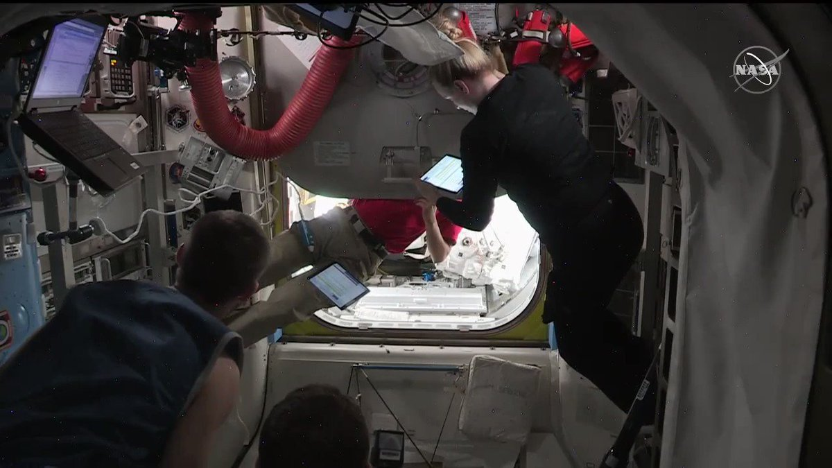 .@Astro_Soichi closed the Quest crew lock's hatch with @Astro_Illini and @AstroVicGlover inside. After depressurization they will exit into space for a 6.5-hour spacewalk for science upgrades. #AskNASA |