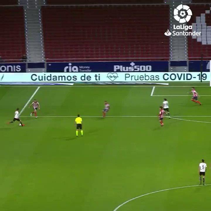🚀⚽️ Gol perdana UROŠ RAČIĆ di #LaLigaSantander yang luar biasa! 🔝🦇  #YouHaveToLiveIt #BackOfTheNet