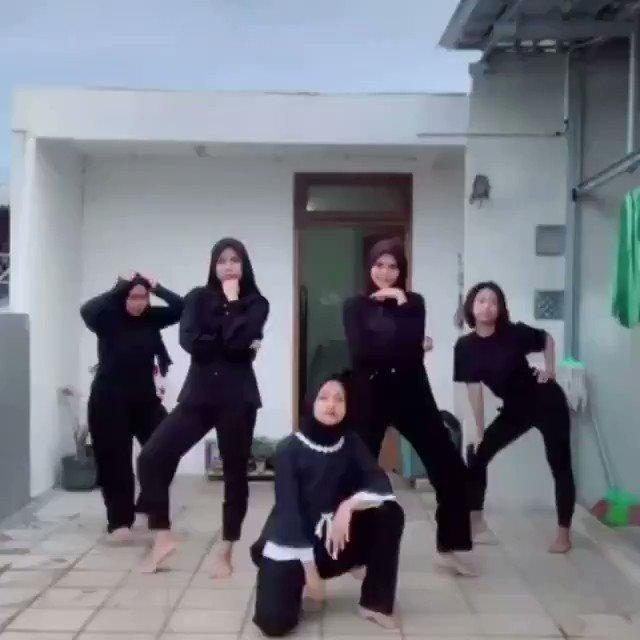 دعونا ندق طبول الحب والسلام – نساء مسلمات يرقصن على انغام أغنية اسرائيلية …
