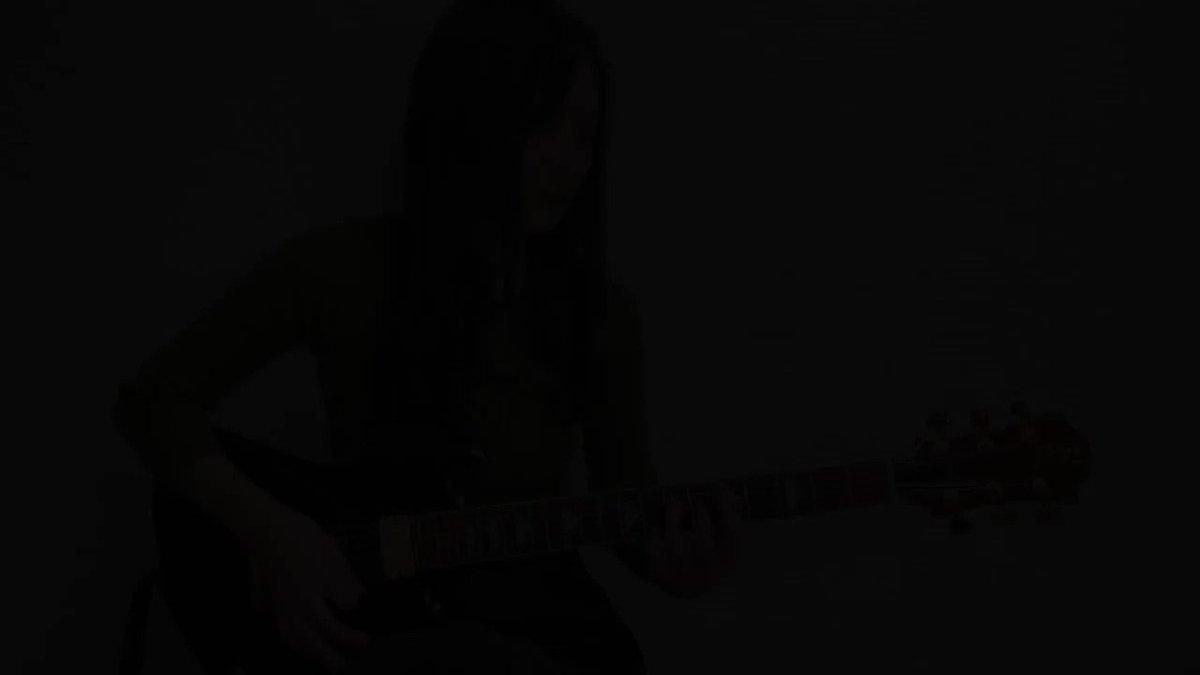 久しぶりのエレキ投稿です。憧れのギタリスト、hideさんのDICEを演奏してみました。フルの演奏はYoutubeでご覧いただけます!クラシックギタリストですが、ロックやメタルなどの音楽が大好きなので趣味で弾いているものをこれからもときどき上げていきたいと思います☺️
