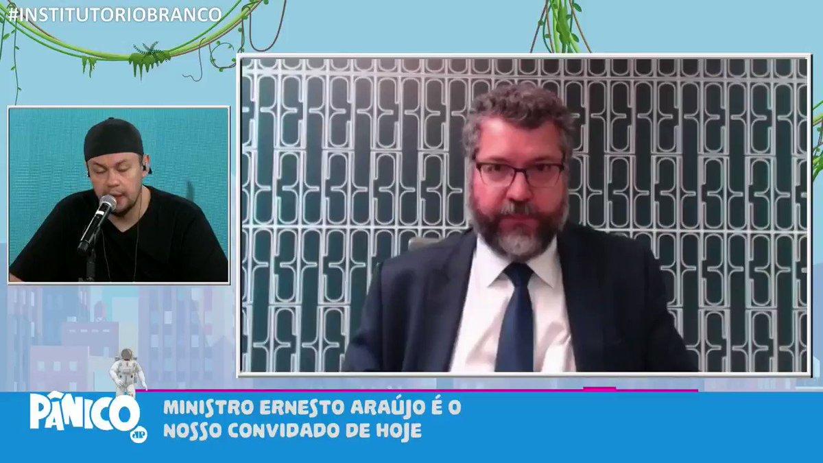 Ministro das Relações Exteriores, Ernesto Araújo, colou com a gente e falou sobre como agiria se tivesse uma líder parecida com a Karol Conká.