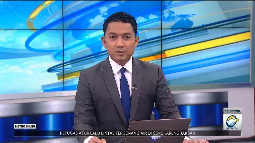 Banjir yang melanda sejumlah wilayah di DKI Jakarta terutama Jakarta Selatan berdampak terhadap aktivitas dan ekonomi masyarakat. Mulai dari operasional fasilitas umum hingga meruginya harta benda warga akibat terendam banjir.  #metrosiang #banjirjakarta #infobanjir