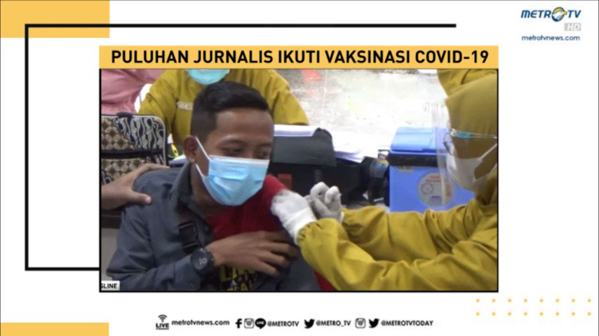 Tingkah lucu para jurnalis terlihat dalam pelaksanaan vaksinasi Covid-19 tahap kedua di ruang media center, Pemkab Jombang, Jawa Timur. Tak sedikit para jurnalis ada yang ketakutan saat melihat jarum suntik, hingga berusaha kabur.   NewslineMetroTV #KnowledgeToElevate
