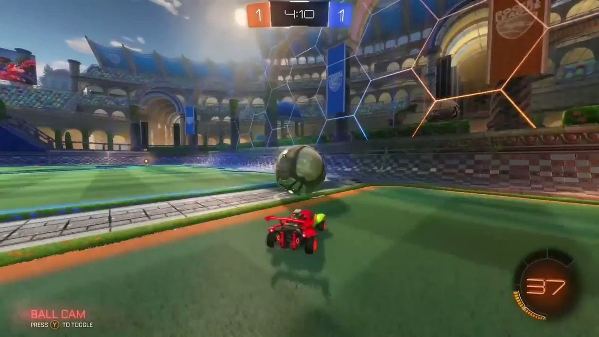 How would you adapt to only using one mechanic to score? 🧐 @OSM_RL has to win Supersonic Legend matches using only ceiling shots 🤯 ▶️