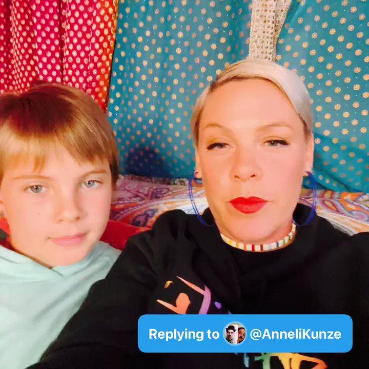 @Pink Q: #AskPinkAndWillow Who's the best cook in the house? - @AnneliKunze  A: https://t.co/2EWFJX7729