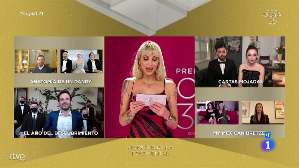 🎥 @murciano81 y parte del equipo de El año del descubrimiento reciben el Goya a Mejor Película Documental #Goya2021