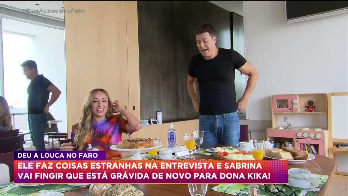 Replying to @recordtvoficial: As caras e bocas da Dona Kika são as melhores 😂 #HoraDoFaro #DeuALoucaNoFaro