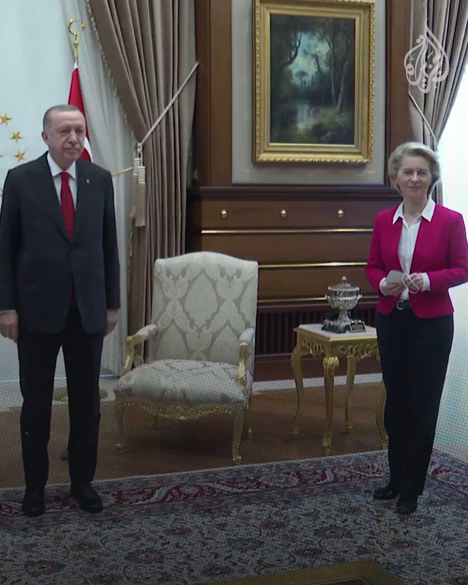كرسي يتسبب بأزمة دبلوماسية.. رئيسة المفوضية الأوروبية تتعرض لموقف محرج في أثناء مقابلة أردوغان