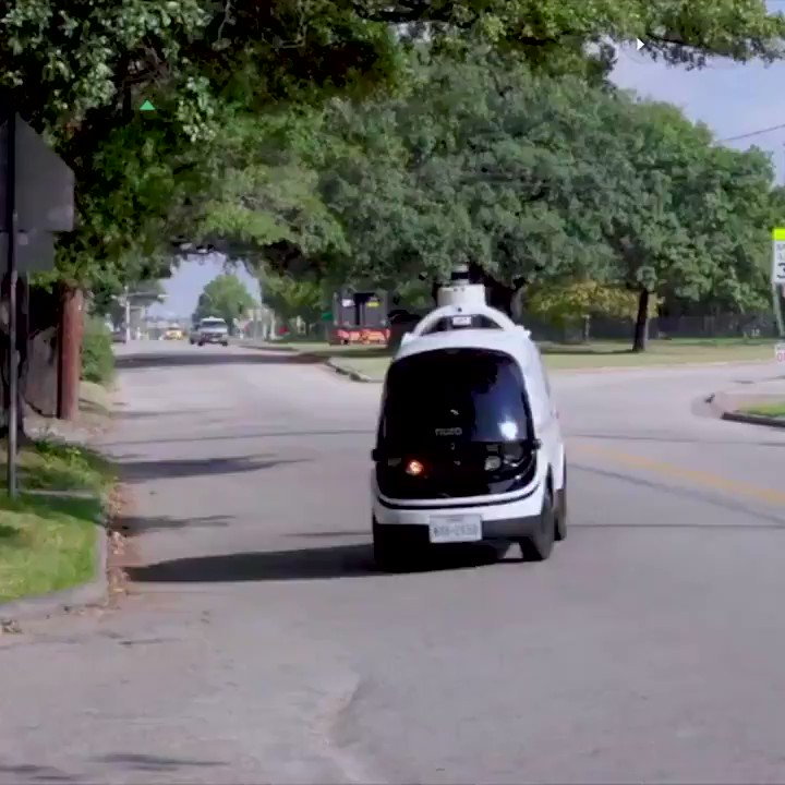 Domino's has teamed up with the autonomous vehicle company Nuro to test a new way for customers to get their pizzas https://t.co/UArjqVYz4S https://t.co/RgAHT1jjOm