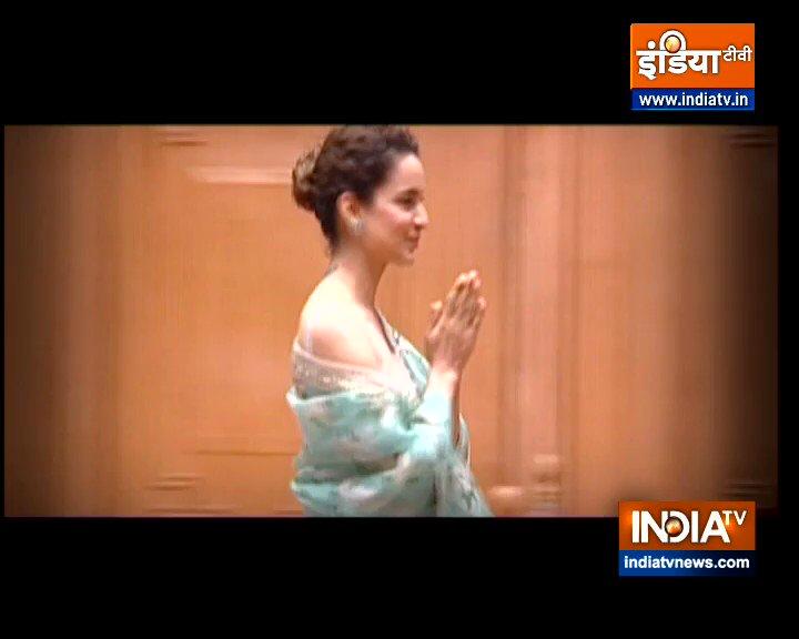 कंगना रनौत ने बालीवुड में बिना किसी गॉडफादर के, अपनी एक्टिंग के बल पर  खास जगह बनाई, चार नैशनल अवॉर्ड्स जीते. अपनी निजी ज़िन्दगी में कई तूफान झेले. 'आप की अदालत' में कंगना ने बड़े बड़े फिल्म स्टार्स के बारे में राज़ खोले  #AapKiAdalat आज रात 10 बजे इंडिया टीवी पर @indiatvnews https://t.co/aScsG8SDFc