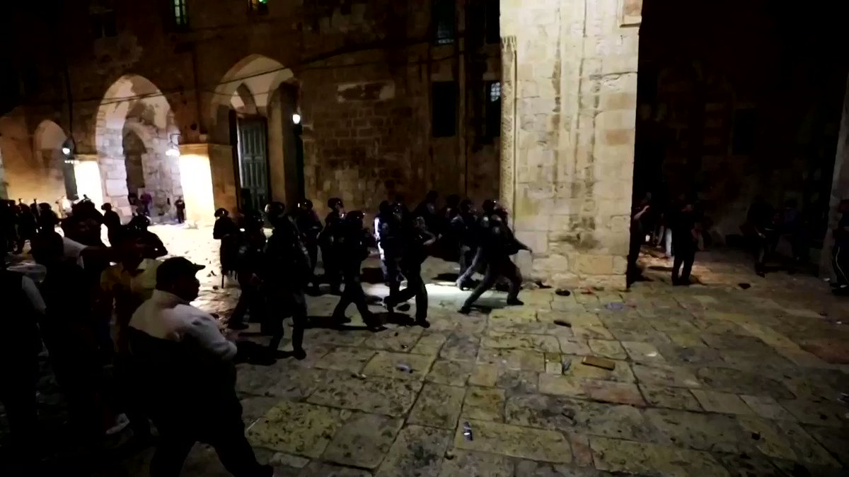 Israeli police fired rubber bullets and stun grenades toward rock-hurling Palestinian youth at Jerusalem's Al-Aqsa Mosque amid growing anger over the potential eviction of Palestinians from homes on land claimed by Jewish settlers https://t.co/YQ87lXaMmx https://t.co/2ho8r1vRjY