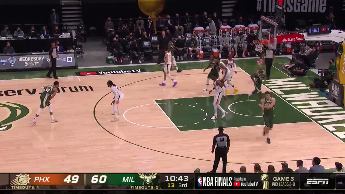 This Giannis euro-step is SMOOTH 😮  (via @NBA) https://t.co/TVzO0OHCI1