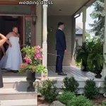 結婚式で友人(男性)がドレスで驚かす!新郎が大ウケ!
