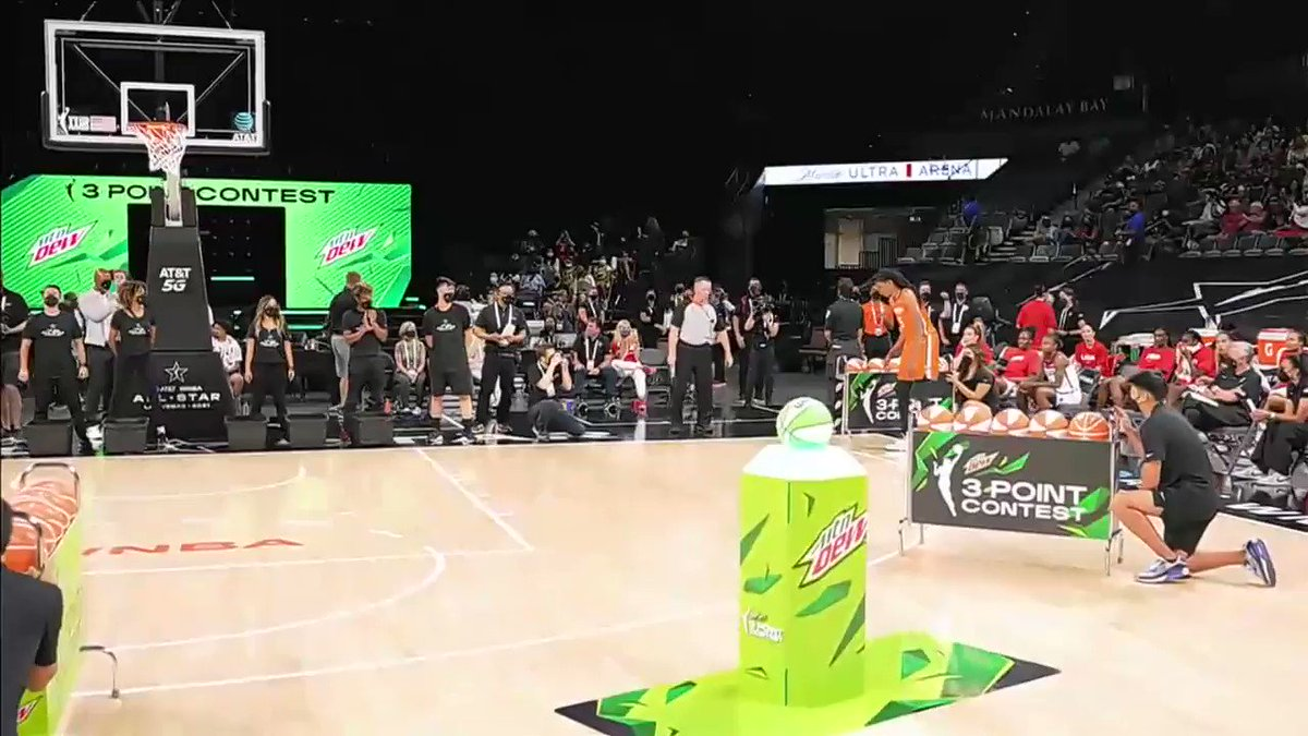 Jonquel Jones just put up 27 in the first round of the three-point contest 😳  She's a center.  (via @WNBA) https://t.co/5L1jZo0hN9