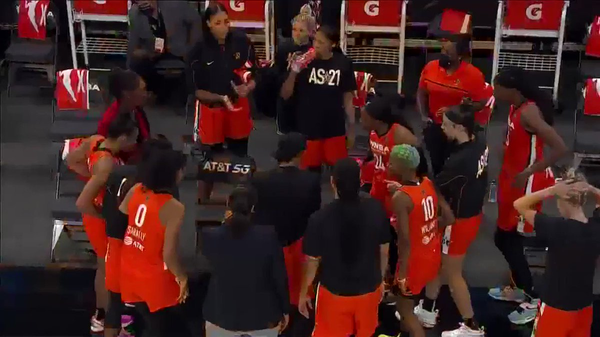 Team @WNBA just vibing 😂 https://t.co/j97tDYYt9h