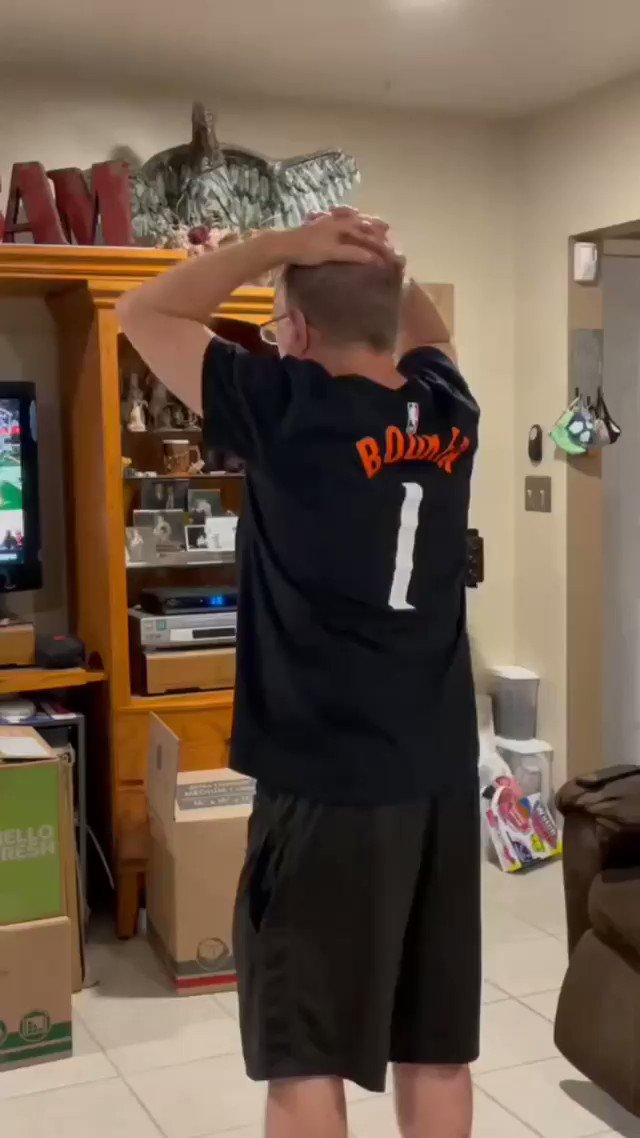 This Suns fan was going through it last night 😭  (via michaelagordon6/TT) https://t.co/vdd0wN2MNp