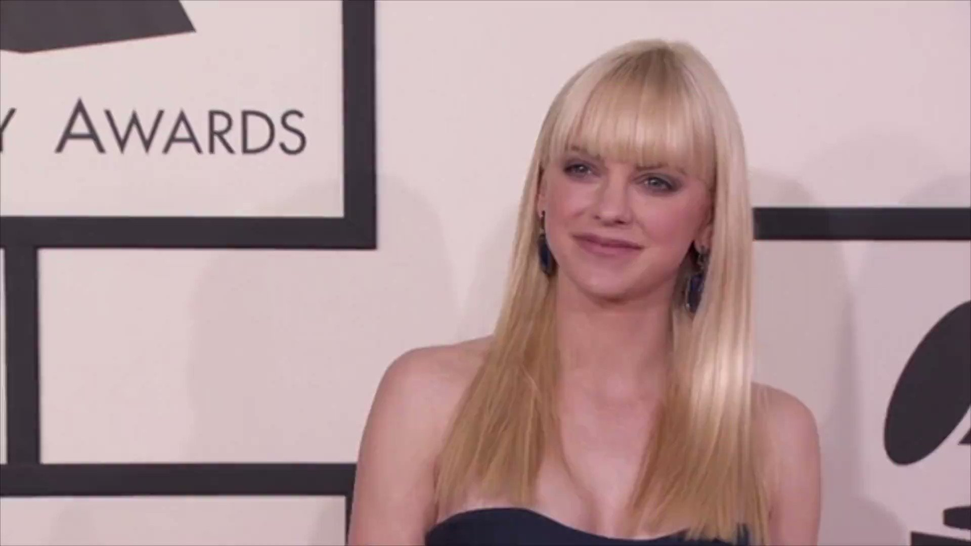 Anna Faris secretly marries Michael Barrett in courthouse ceremony Photo