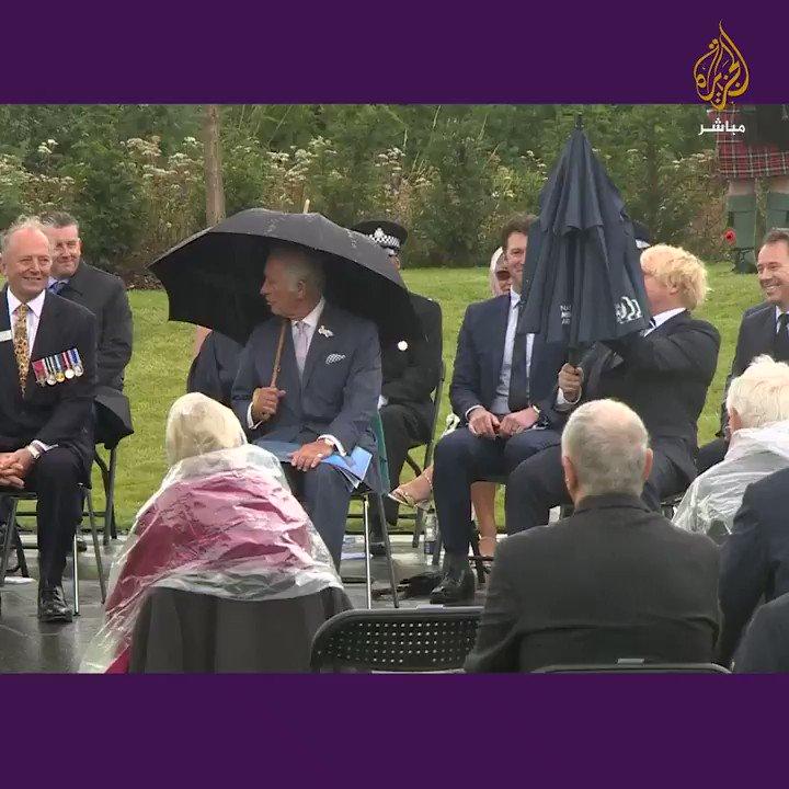 موقف مضحك لبوريس جونسون مع مظلته ️في حضور الأمير تشارلز ما تعليقك؟